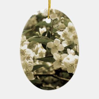 Ornement Ovale En Céramique fleurs blanches aged7