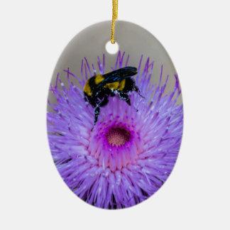 Ornement Ovale En Céramique Fleurs sauvages de pollination d'abeille