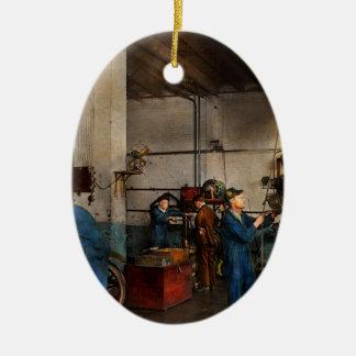 Ornement Ovale En Céramique Garage - mécanicien - la révision 1919