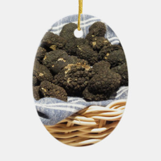 Ornement Ovale En Céramique Groupe de truffes noires chères italiennes