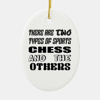 Ornement Ovale En Céramique Il y a deux types des échecs et de d'autres de