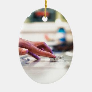 Ornement Ovale En Céramique Jockey de disque de mélange de glisseur de