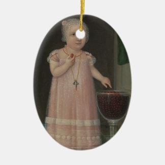 Ornement Ovale En Céramique La petite fille déplaisante mange la sucrerie