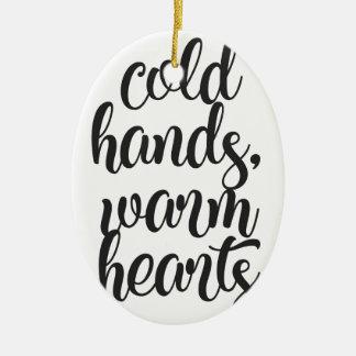 Ornement Ovale En Céramique Le froid remet les coeurs chauds
