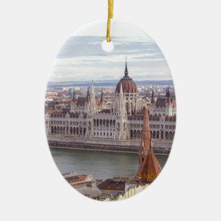Ornement Ovale En Céramique Le Parlement hongrois Budapest par jour