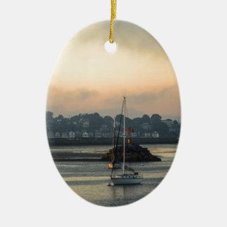 Ornement Ovale En Céramique Lever de soleil et bateaux