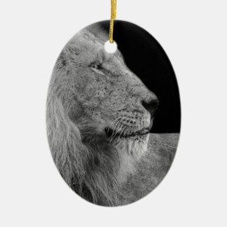 Ornement Ovale En Céramique LION le roi de LION de la jungle en noir et blanc