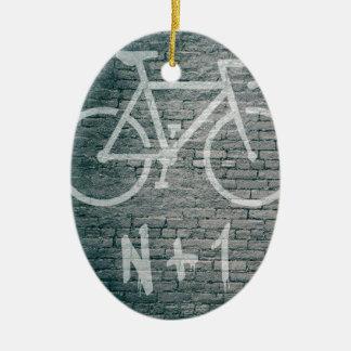 Ornement Ovale En Céramique N+1 graffiti de vélo
