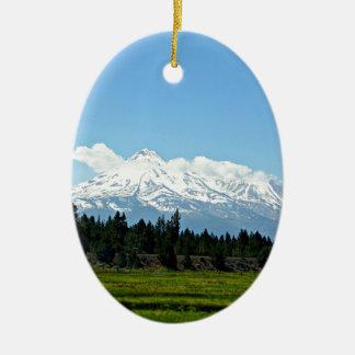 Ornement Ovale En Céramique Nature de paysage de montagne de Shasta la
