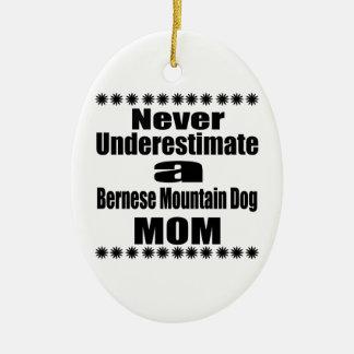 Ornement Ovale En Céramique Ne sous-estimez jamais la maman de chien de