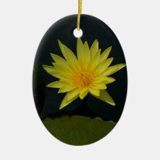 Ornement Ovale En Céramique Nénuphar jaune de Lotus