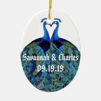 Ornement Ovale En Céramique Paons vintages embrassant des cadeaux de mariage
