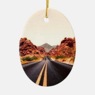 Ornement Ovale En Céramique Paysage de voyage de route de route de montagnes