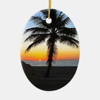Ornement Ovale En Céramique Plage de sable de ciel de palmier d'aube d'aube de