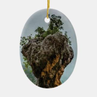 Ornement Ovale En Céramique roche équilibrée érodée