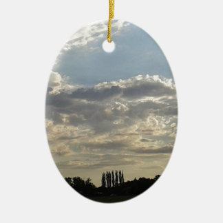 Ornement Ovale En Céramique Un bon nombre de nuages