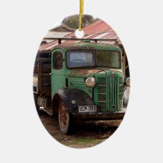 Ornement Ovale En Céramique Vieux camion vert