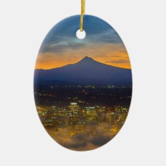 Ornement Ovale En Céramique Ville brumeuse de Portland du centre à l'aube