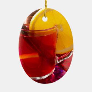 Ornement Ovale En Céramique Vin chaud de fruit avec de la cannelle et l'orange