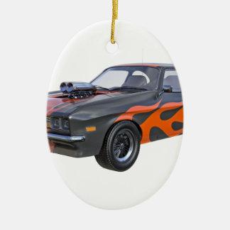 Ornement Ovale En Céramique voiture de muscle des années 70 dans les flammes