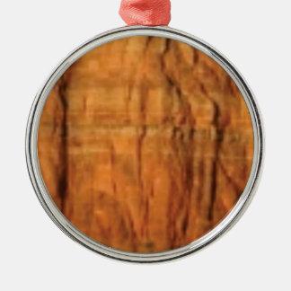 Ornement Rond Argenté arrière - plan rouge de roche