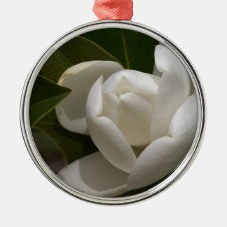 Ornement Rond Argenté bourgeon floral blanc de magnolia du sud