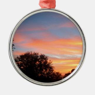 Ornement Rond Argenté ciel coloré brillant d'oct. de coucher du soleil