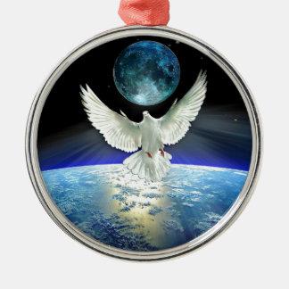 Ornement Rond Argenté Colombe de paix au-dessus de la terre de planète