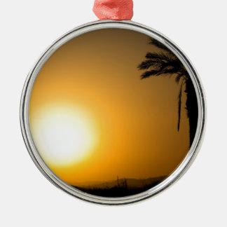 Ornement Rond Argenté Coucher du soleil andalou d'or avec le palmier de