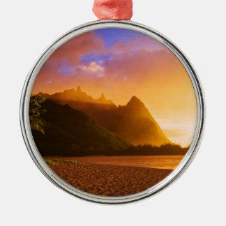 Ornement Rond Argenté Coucher du soleil d'or de plage, Hawaï