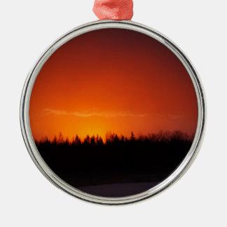 Ornement Rond Argenté Coucher du soleil rouge de lueur