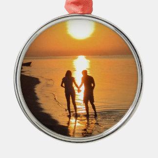 Ornement Rond Argenté Deux amants au lever de soleil