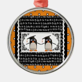 Ornement Rond Argenté Deux pingouins de graduation, ABC ont cranté
