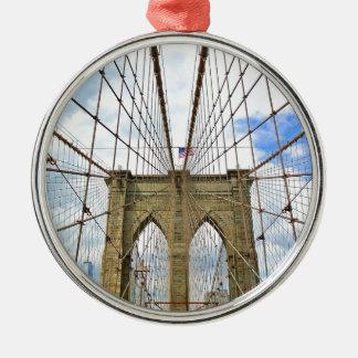 Ornement Rond Argenté Fondation de ville de New York Brooklyn de pont
