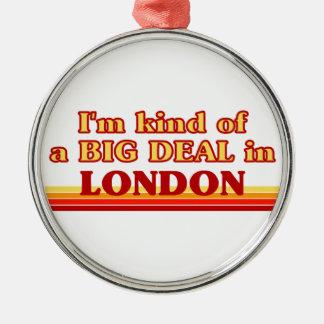 Ornement Rond Argenté Genre d'I´m d'affaire à Londres