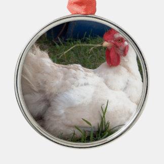 Ornement Rond Argenté Gloussement - poulet blanc doux