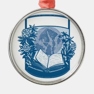 Ornement Rond Argenté Gravure sur bois en livre d'île d'orques de