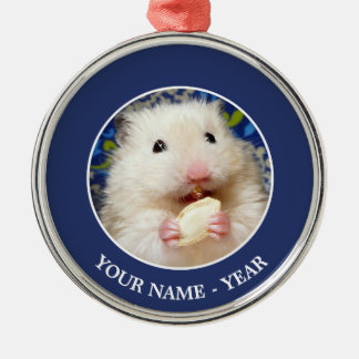 Ornement Rond Argenté Hamster syrien pelucheux Kokolinka mangeant une