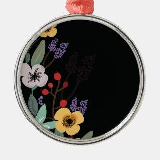 Ornement Rond Argenté Illustration florale sur l'arrière - plan noir