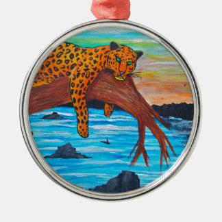 Ornement Rond Argenté Jaguar reposant sur la branche