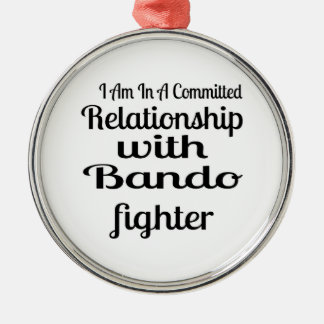 Ornement Rond Argenté Je suis dans un rapport commis avec Bando Fighte