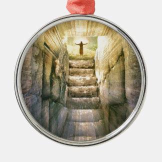 Ornement Rond Argenté Jésus à la résurrection vide de Pâques de tombe