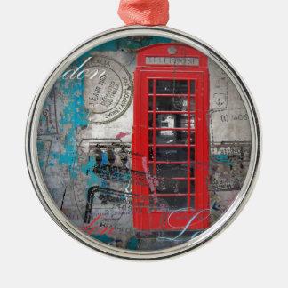 Ornement Rond Argenté le passeport emboutit la cabine téléphonique rouge