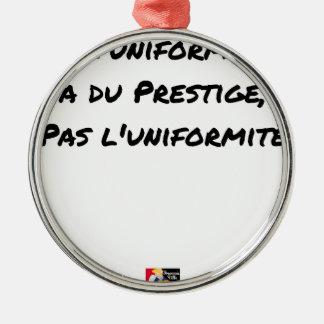 ORNEMENT ROND ARGENTÉ L'UNIFORME A DU PRESTIGE, PAS L'UNIFORMITÉ