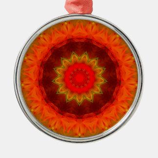 Ornement Rond Argenté Mandala numérique rougeoyant