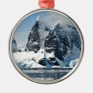 Ornement Rond Argenté Montagnes de neige de Noël