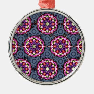 Ornement Rond Argenté Motifs floraux et cercles gris