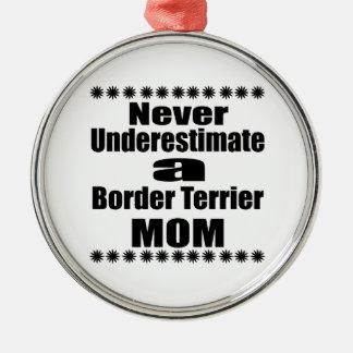 Ornement Rond Argenté Ne sous-estimez jamais la maman de Terrier de