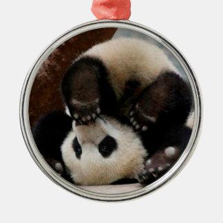 Ornement Rond Argenté Pandas de bébé jouant - panda mignon de panda de