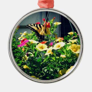 Ornement Rond Argenté Papillon jaune avec la photo de fleurs